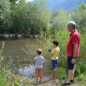 Pêche en famille au lac des Hurtières