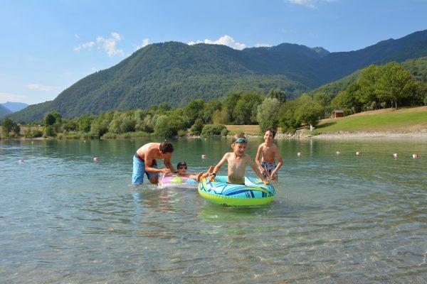 Baignade au lac des Hurtières