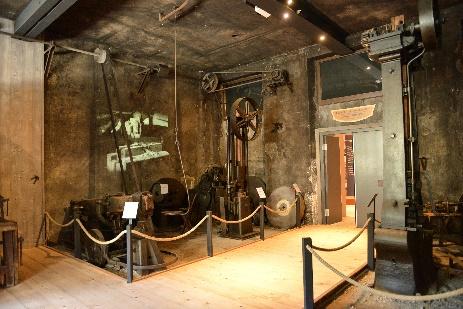 Intérieur du musée de l'Opinel : étape de la forge